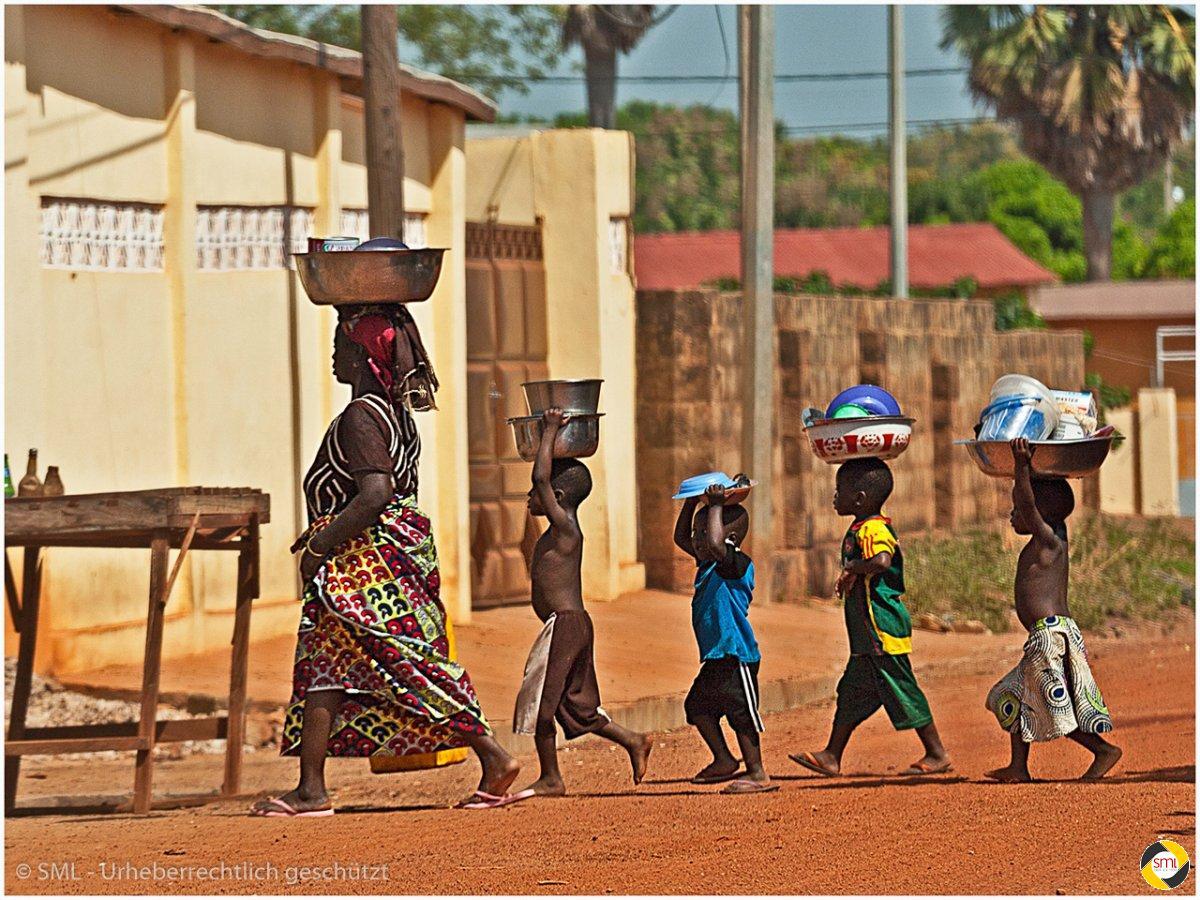 Transport in Afrika (1/7) © Richard Mayer - 2. Platz Serien 2016