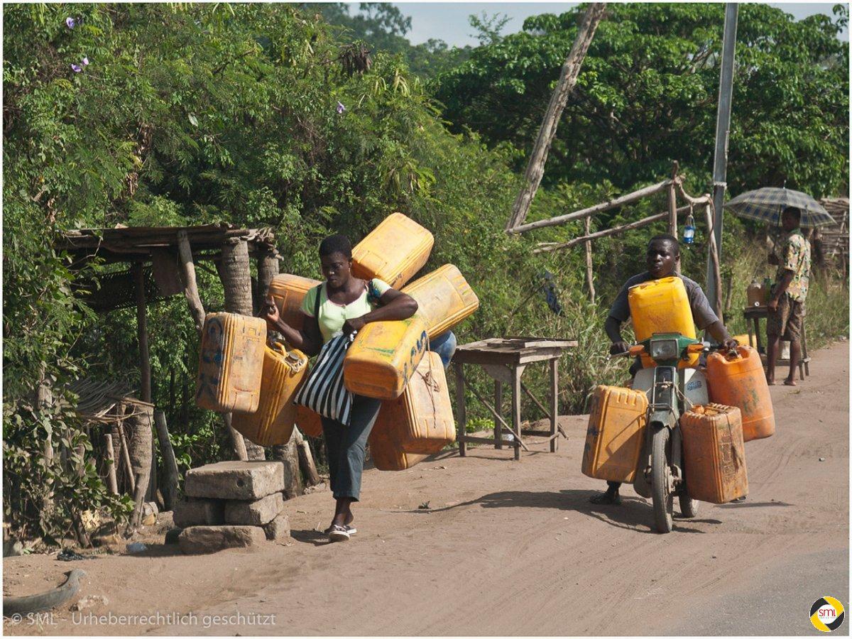 Transport in Afrika (2/7) © Richard Mayer - 2. Platz Serien 2016