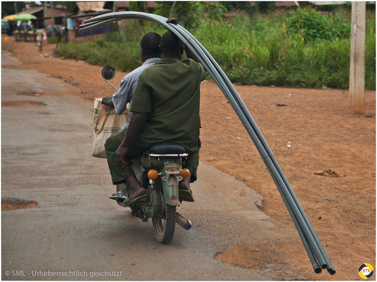 Transport in Afrika (4/7) © Richard Mayer - 2. Platz Serien 2016