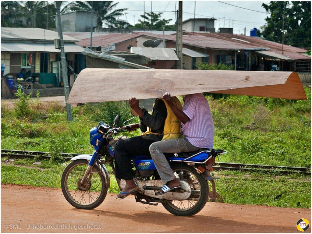 Transport in Afrika (5/7) © Richard Mayer - 2. Platz Serien 2016
