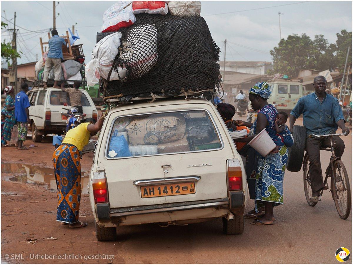 Transport in Afrika (6/7) © Richard Mayer - 2. Platz Serien 2016